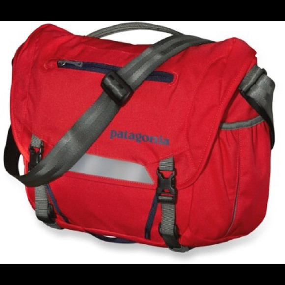 Patagonia Half-Mass Messenger Bag French Red. M 5a7cb34c739d48058390de19 2a1929093045d